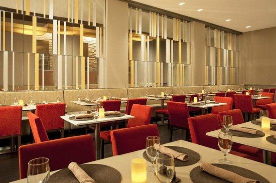 Sheraton Tribeca New York Hotel : Cast Iron Grill Restaurant