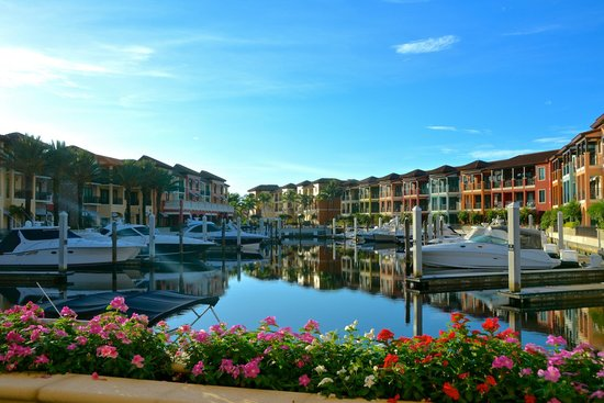 Naples Bay Resort : The Inner Marina and shoppes
