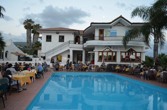 Hotel Baia del Capo: Cena a bordo piscina