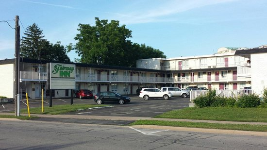 Fairway Motor Inn: Motel
