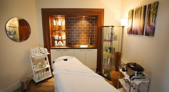 Holiday Inn Reading - M4, Jct 10: Hotel Feature - Esprit Fitness & Dermalogica Spa