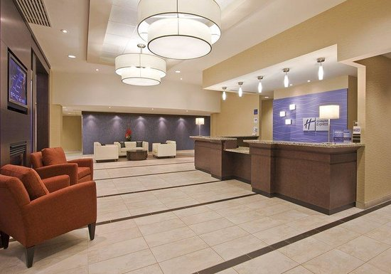 Holiday Inn Express Hotel & Suites Chatham South: Front Lobby