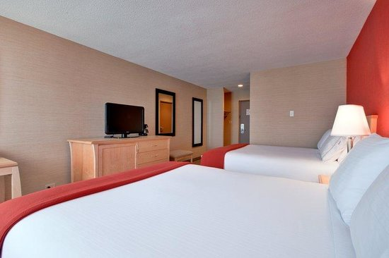 Holiday Inn Express Hotel & Suites Chatham South: Queen Bed Guest Room