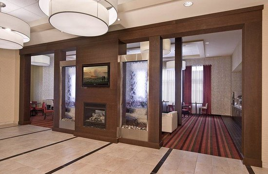Holiday Inn Express Hotel & Suites Chatham South: Entrance