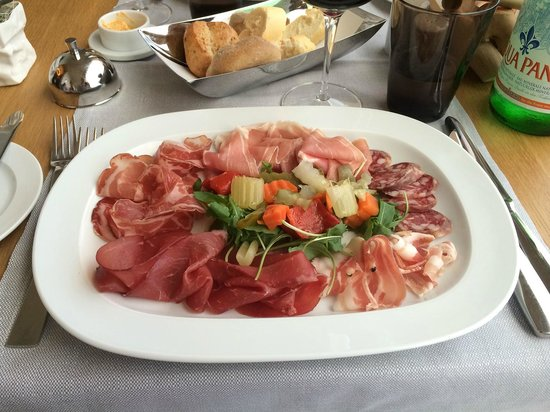 Kurhaus Cademario Hotel & Spa: Some of the starters are large enough to share
