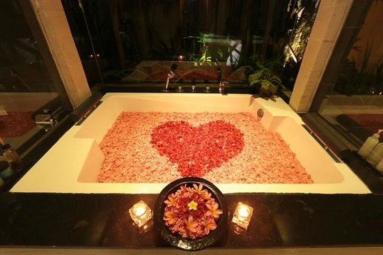 Romantic Bath Tub Set Up - Picture of CK Villas Bali, Ungasan ...