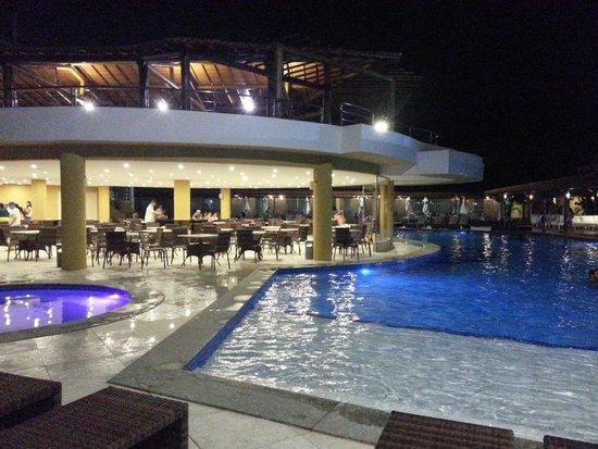 Porto Seguro Praia Resort: Área da piscina a noite