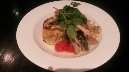 Crowne Plaza  Liverpool City Centre: Sea Bass with Fennel tomato and crushed new potatoes