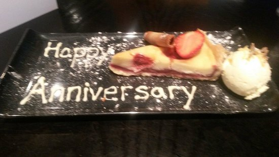Crowne Plaza  Liverpool City Centre: Strawberry Tart with clotted cream