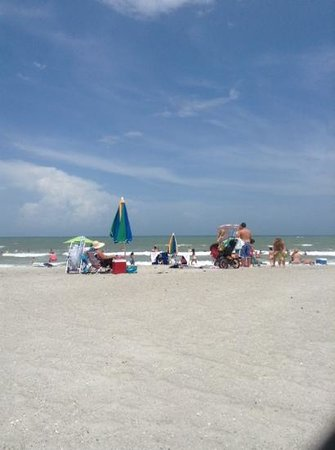 Four Points by Sheraton Cocoa Beach: free beach 2 blocks behind the hotel