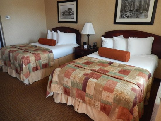 Best Western Plus Humboldt Bay Inn: Good size room with big beds