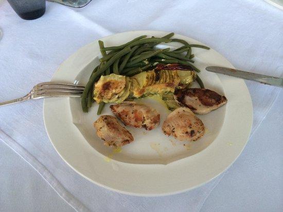 Le Mas Saint Florent : Dinner: Wachtel mit Zuchini und Bohnen aus dem Garten. Menü für 35,00 €. Großartig und lecker.