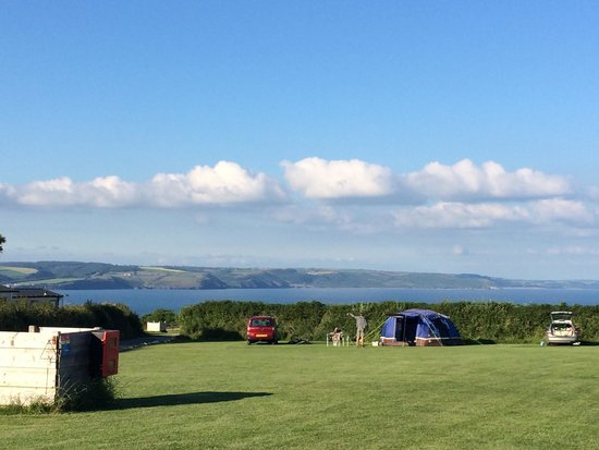 Trevayne Farm Caravan and Camping: Beautiful view of the sea from Tenby field