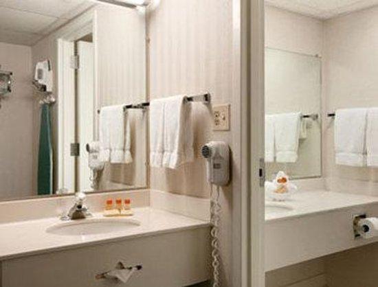 Days Inn Grand Island I-80: Guest Bathroom