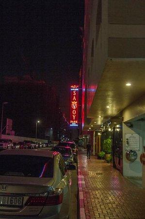 Savoy Park Hotel Apartments: Vor dem Hotel