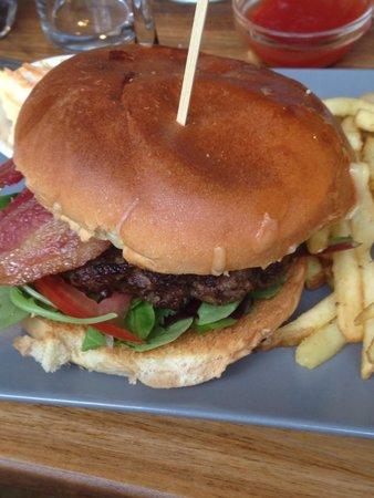The Mooring: Fabulous burger