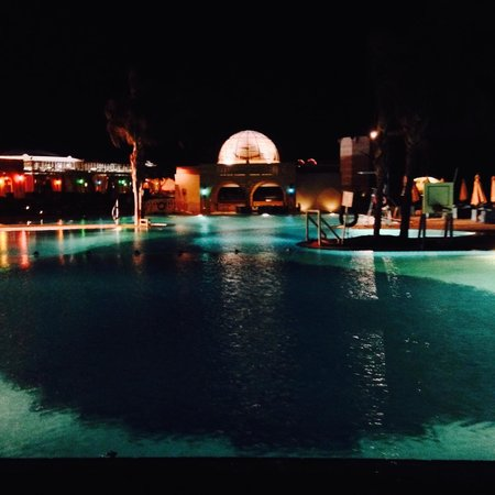 Mercure Hurghada Hotel : pool at night