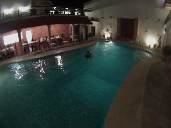 Hotel Zaci: Alberca de noche