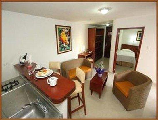 Howard Johnson Hotel Versalles Barranquilla: Kitchenette View - Suite