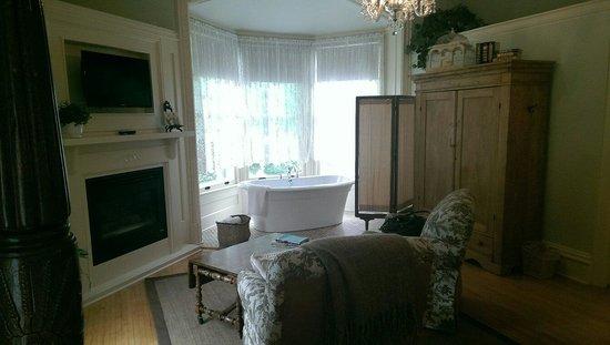 The Foxglove Inn: Deep soaking tub