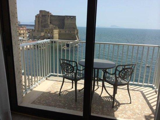 Royal Continental Hotel : Ecco il balcone di una camera fronte mare