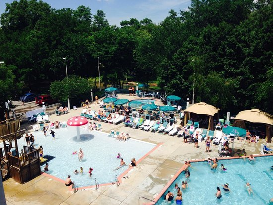 Cove of Lake Geneva : Kids Zero Entry Pool