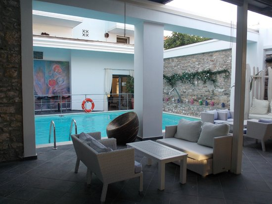 Lido: from the breakfast room to the pool