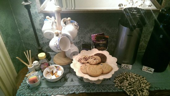 The Foxglove Inn: Yay, fresh baked cookies!  All were amazing, especially the cherry.