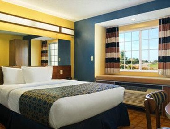Microtel Inn & Suites by Wyndham Dickson City/Scranton: Guest Room