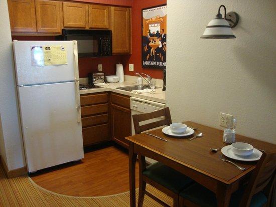 Residence Inn Orlando at SeaWorld: cozinha completa