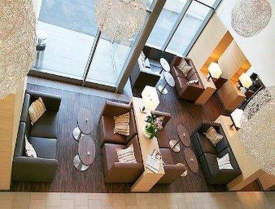 H+ Hotel Zuerich: Lobby
