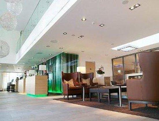 H+ Hotel Zuerich: Front Desk