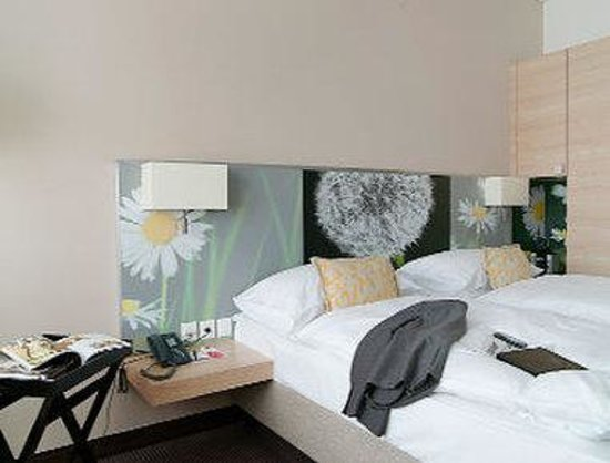 H+ Hotel Zuerich: 2 Twin Beds Non-Smoking Business Class Room