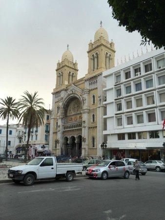 Medina de Túnez: Catholic church near Tunis Medina