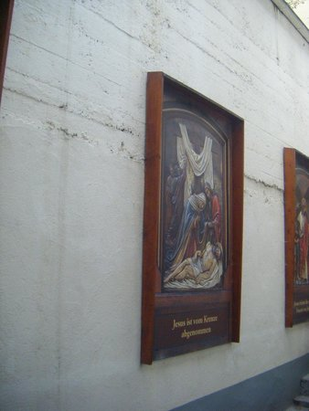 Hotel Kurfürst Kamp: display of religious pictures
