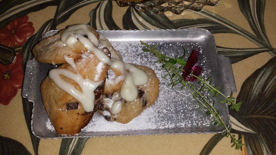 Amethyst Inn & Cottages: Chocolate Scones!