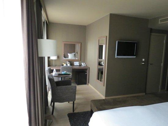 Flanders Hotel : le coin détente de la chambre