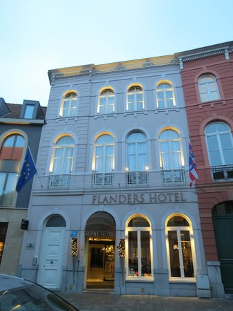 Flanders Hotel : L'entrée de l'hôtel