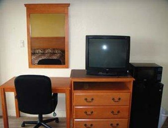 Knights Inn Galveston: Furniture Included in all rooms