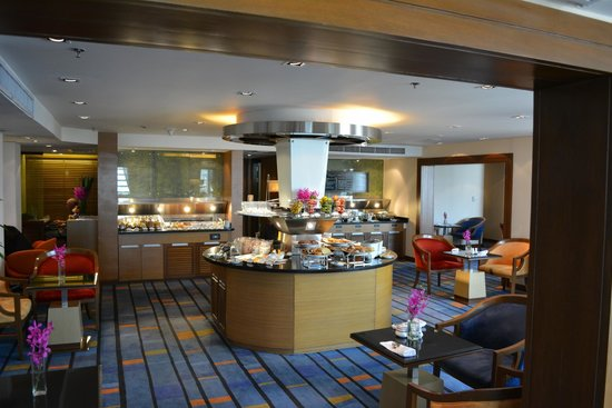 Rembrandt Hotel Bangkok: breakfast room