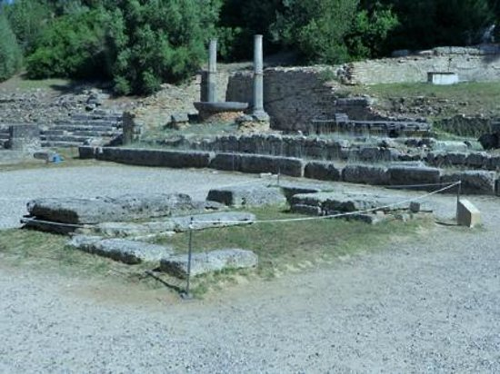 Le site archéologique d'Olympie (Archaia Olympia) : The Olympic torch is lighted here for each modern Olympic games