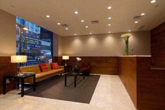 Metro Apartments: Lobby
