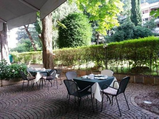 Scala Stiegl Hotel: Breakfast in the garden
