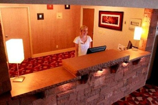 Red Sands Hotel : Front Desk