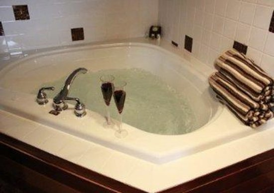 Red Sands Hotel : Suite Jetted Tub