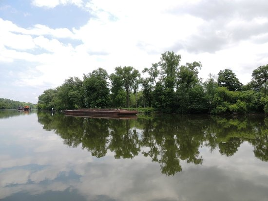 Erie Canal Cruises: beautiful scenery