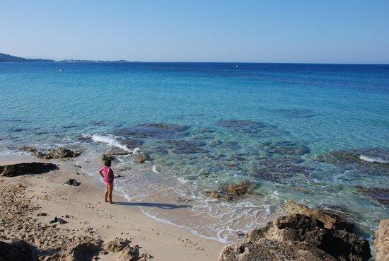 Makris Gialos Beach: Spiaggia