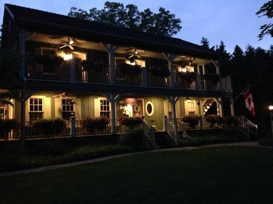 Weatherpine Inn at night