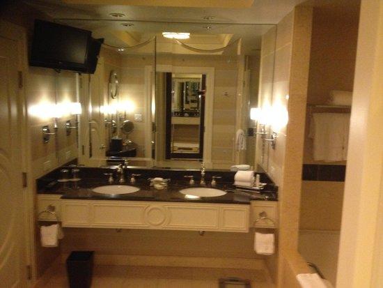 The Palazzo Resort Hotel Casino: bathroom