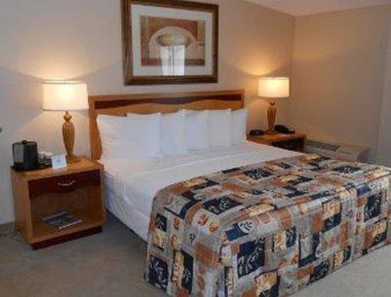 Howard Johnson Ormond Beach at Destination Daytona: One Bed Guest Room
